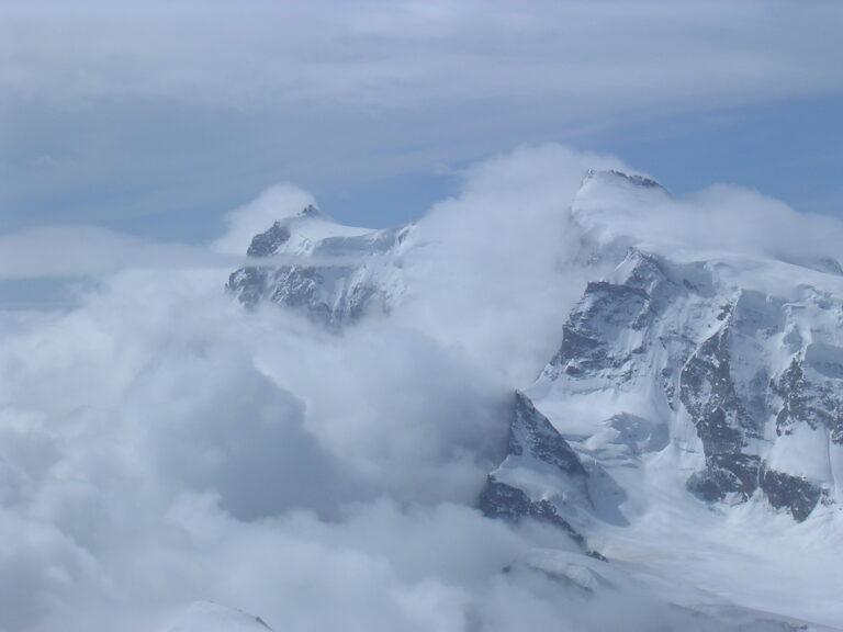 Monte Rosa in Wolken