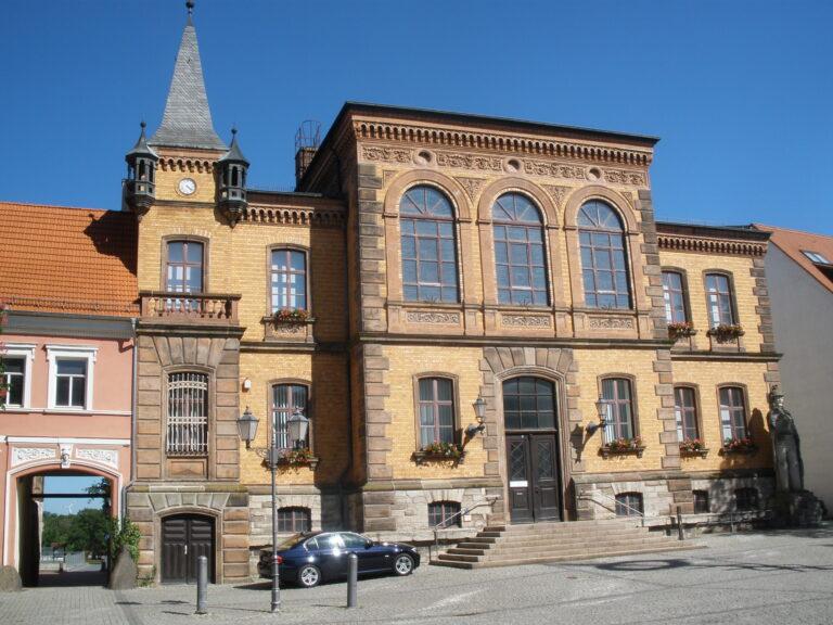 Rathaus u. Roland Calbe